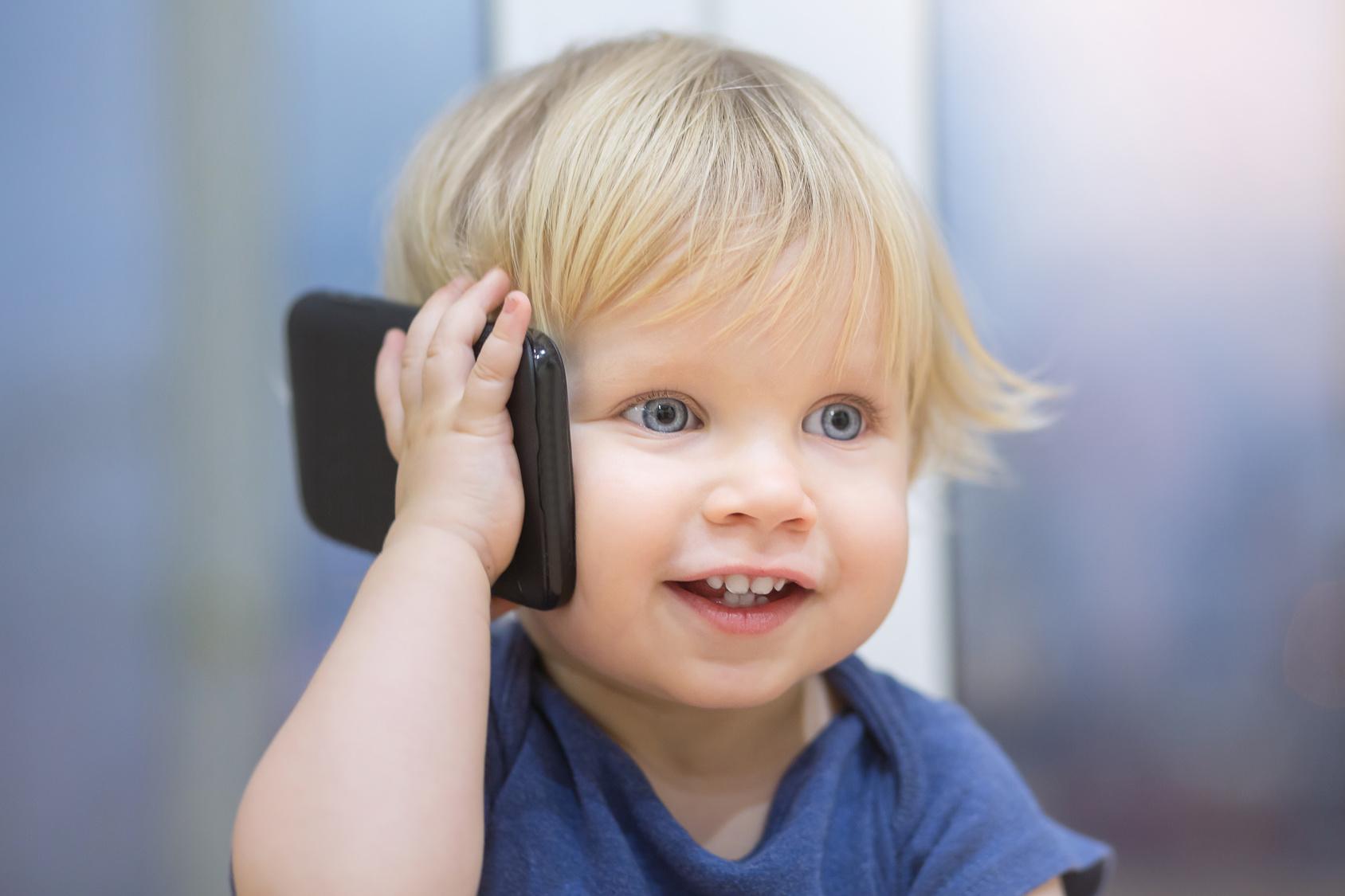 dajesz-dziecku-telefon-do-zabawy-numery-premium